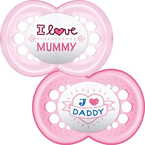 """MAM Style I Love Mummy and Daddy Soothers with Sterilisable Travel Case (6 Months and Above, Red/Pink)"" de BabyCentre"