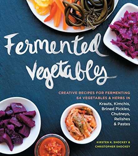 Fermented Vegetables: Creative Recipes for Fermenting 64 Vegetables & Herbs in Krauts, Kimchis, Brined Pickles, Chutneys, Relishes & Pastes de Storey Publishing LLC